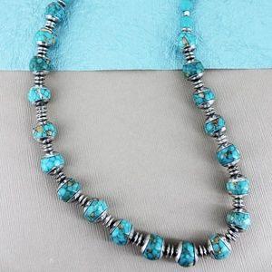 NWT Beautiful Silvertone Necklace